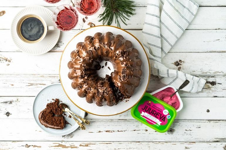 Mehevä JUUREVA Suklaakakku